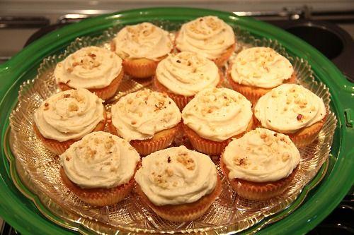 Cupcake alla vaniglia con glassa alla nocciola