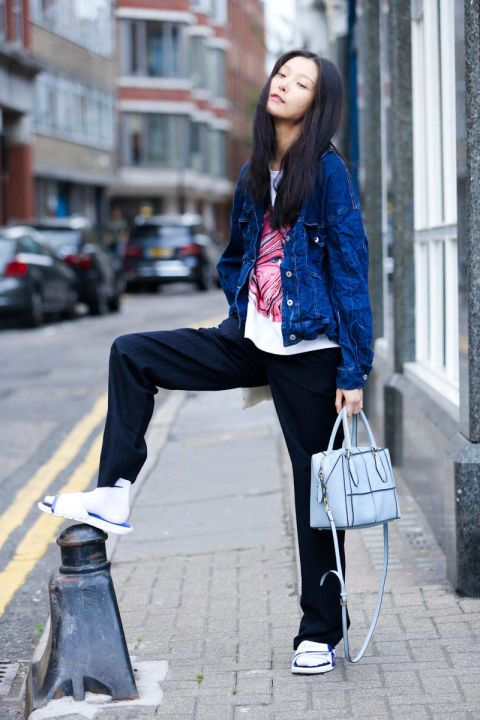 ELLE.com photographer Dan Roberts captures the chicest street style moments from London Fashion Week.