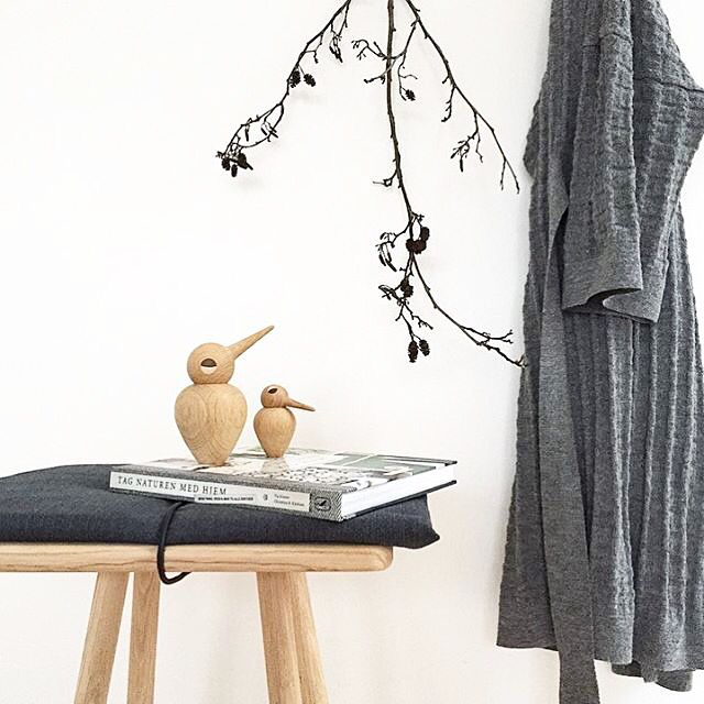 This beautifully displayed picture by @alexandrakrogsgaard makes us forget it's Monday #Bird #KristianVedel #wood #handmade #design #BeautifulDisplay #DanishDesign #decor #interior
