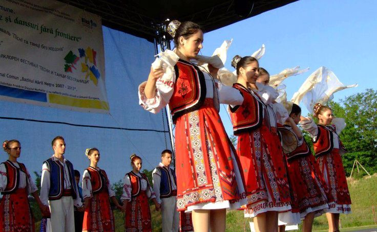 romanian women wedding romanians national costumes traditions eastern european people