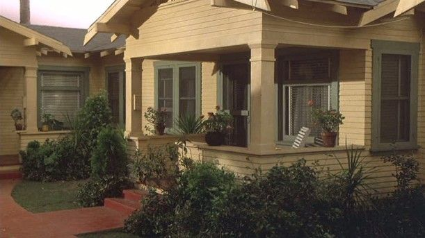 Top 25 best 1940s bungalow ideas on pinterest bungalow for 1940 craftsman style home