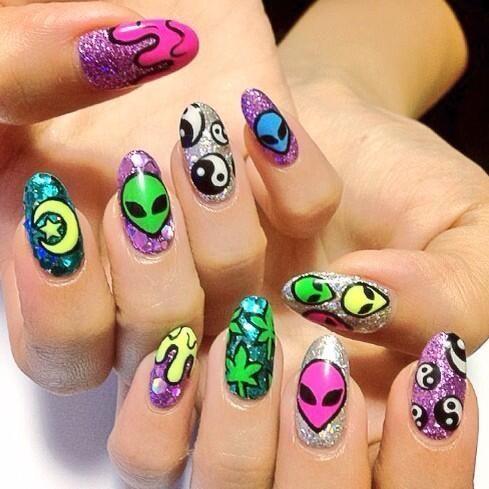 90's alien nails