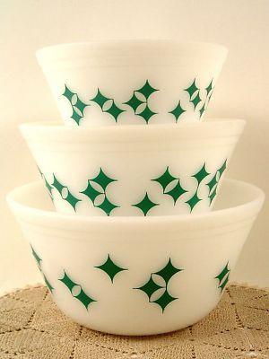 Federal Glass Mixing Bowl set