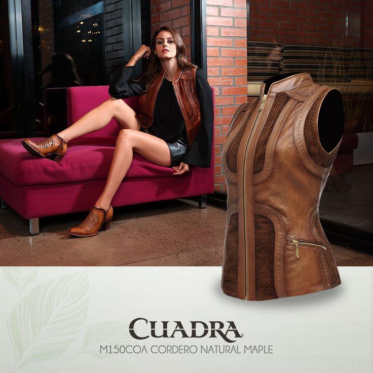 Así es como se luce un chaleco #Cuadra inspírate .  #Moda #2017