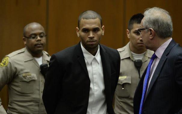 Chris Brown fera 1.000 h supplémentaires de travaux d'intérêt général - http://ccompliquer.fr/chris-brown-fera-1-000-h-supplementaires-de-travaux-dinteret-general/