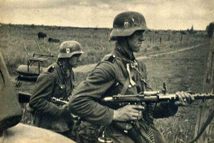 Waffen SS MG 34 team in France, 1940.
