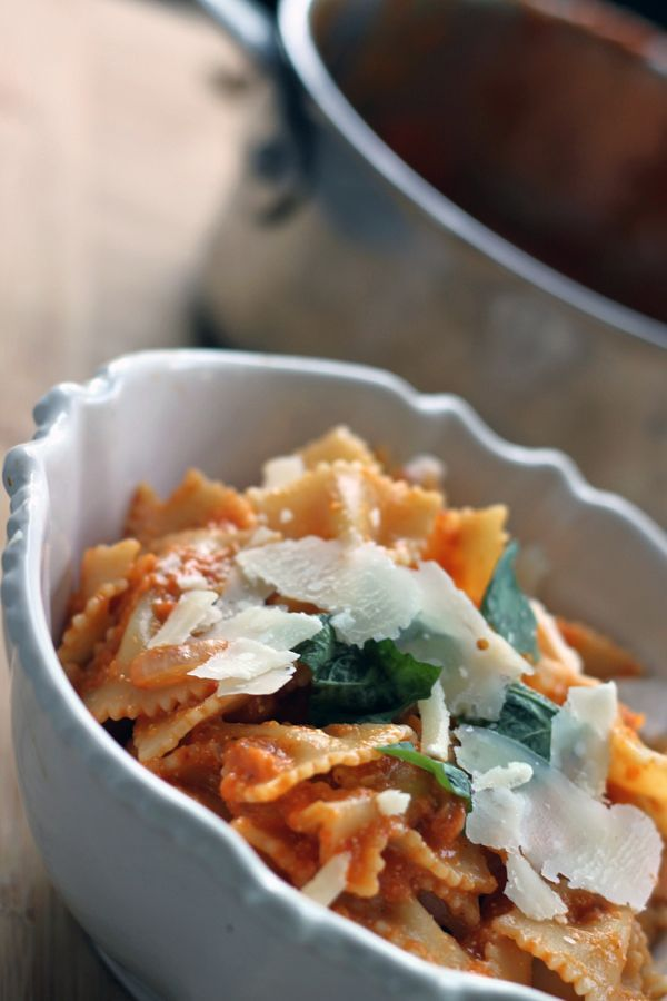Roasted Red Pepper Bowtie Pasta by nutrionella: Perfect for those wrinkled bell peppers. #Pasta #Red_Pepper
