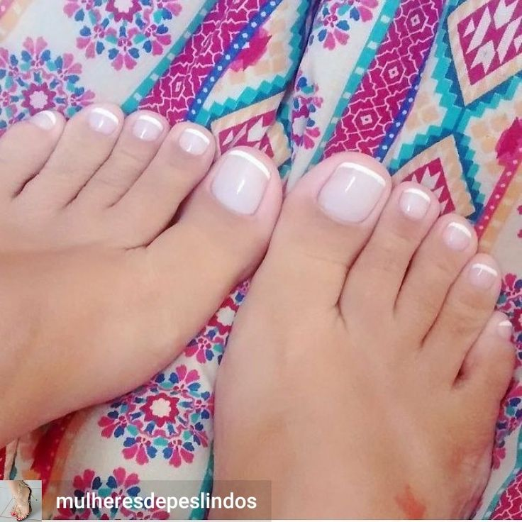 perfect little french tip toes!! love!
