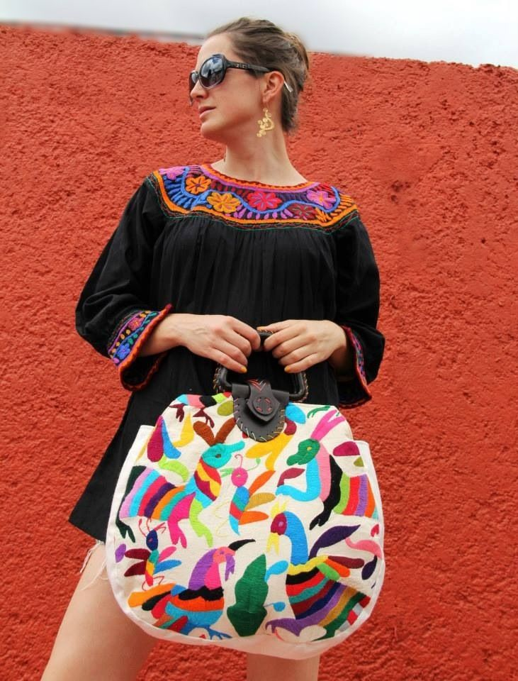 Otomi textile handbag purse bag with leather handle Www.casaotomi.com Mexican hand embroidery embroidered tenango Mexican suzani