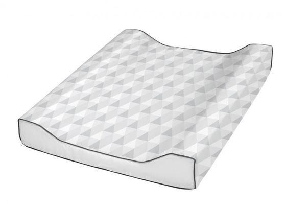 Stellepute fra Babydan i standard størrelse 51x64cm, passer de fleste stellebord og stellekommoder. Stelleunderlaget har øko-tex ytterstoff og høye sidekanter slik at barnet ligger trygt.