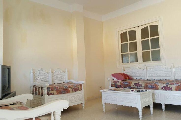 in Nabeul, Tunesien.  Voll ausgestattete Wohnung in der Nähe der touristischen Zone von Hammamet Nord eingerichtet. Letzteres ist ausgestattet mit: ein geräumiges Wohnzimmer (2 Schlafsofas) mit TV und Satellitenschüssel, eine voll ausgestattete Küche (Kühlschrank, Bac...