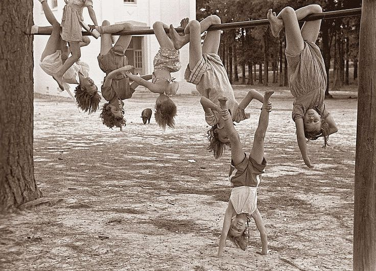 John Vachon. Children playing at a playground, Irwinville school, Georgia, 1938