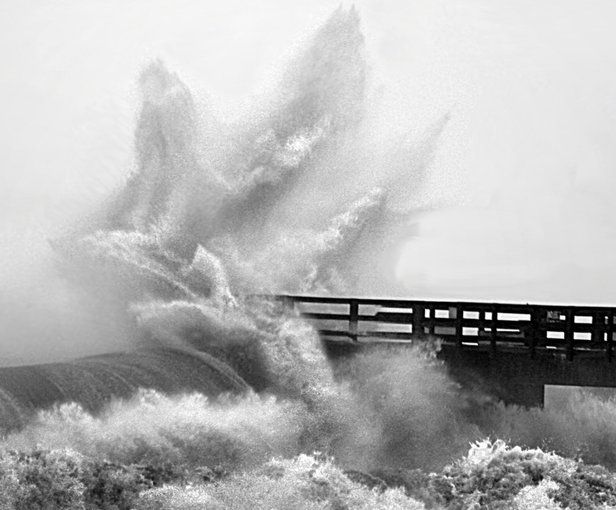 Waves Hit Navarre Pier Hard During Hurricane Ivan's Approach - World Digital Library