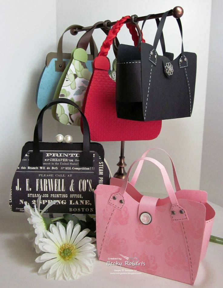 Cute purse made of cardstock - Great idea for a girl graduation card, make a wallet with money inside and slip it in the purse. FUN