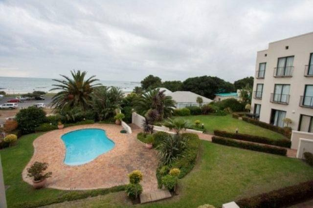 WALK TO THE BEACH Lovely apartment with communal entertainment area, braai area and garden. Fully furnished on 2nd floor with sea views.