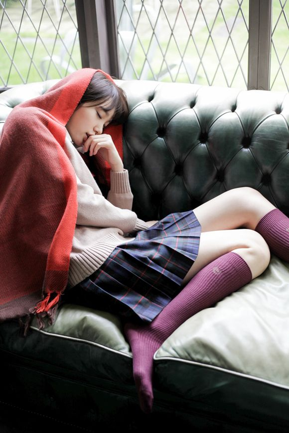 スヤスヤ寝る飯豊まりえ。