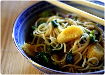 Elvira's Bistrot: Sopa chinesa de carne, verduras e massa