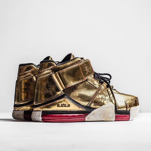 Custom Nike Air Lebron 2. PRIVATE ORDER . Rustic sole, lasered gold upper 1/1