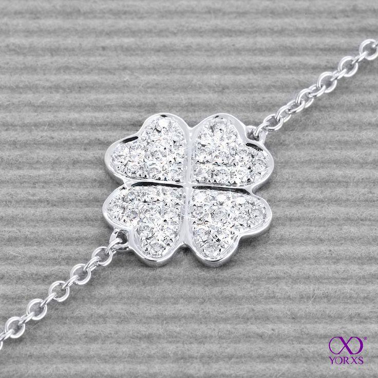 Good luck in the New Year! #kleeblatt #armband #weißgold #diamanten #brillanten #yorxs