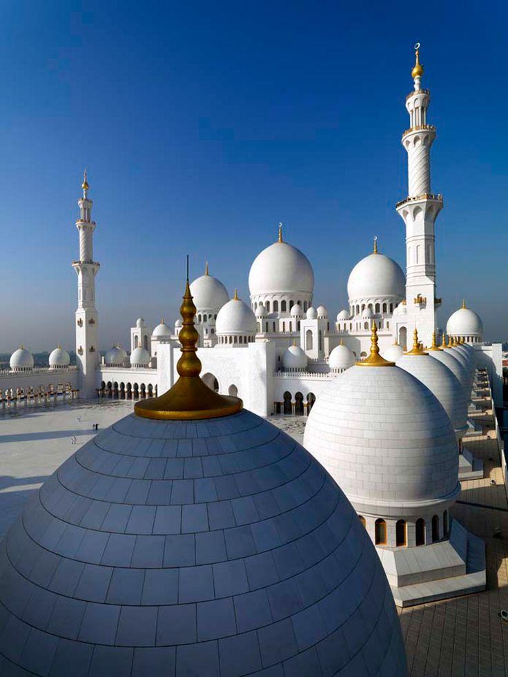 Breathtaking views of Sheikh Zayed Grand Mosque in Abu Dhabi  مناظر خلابة لجامع الشيخ زايد الكبير