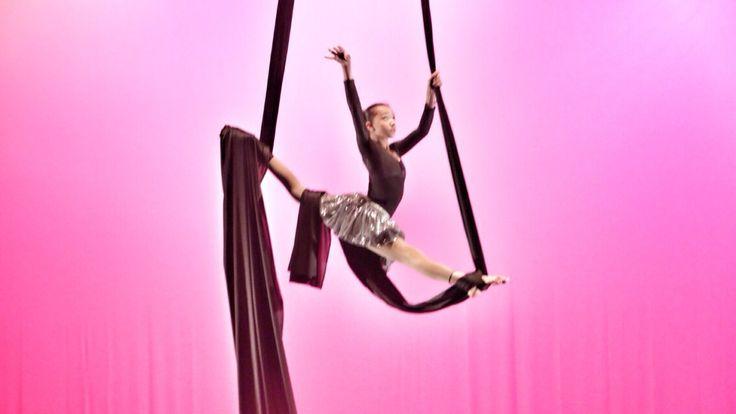 Mi hija Regina Abrego danza aérea VOLARE aerialsilks