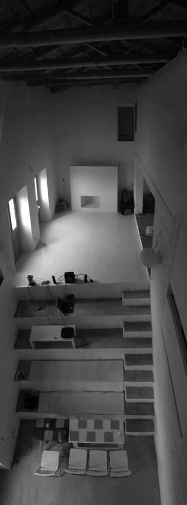 a house i go back to, over and over again. Amphitheater House / Aristide Antonas