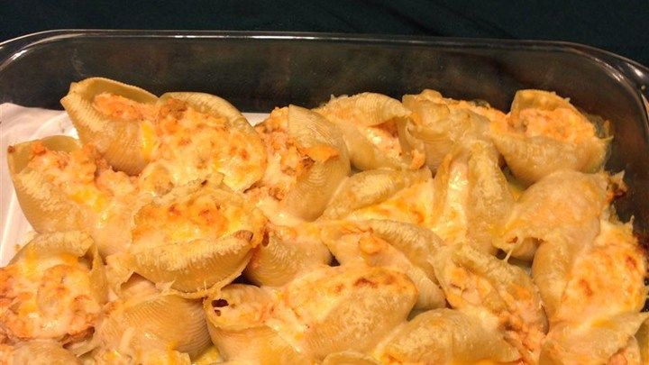 The football snack favorite flavor of Buffalo-style chicken doesn't have to come in the form of wings. Try this recipe with seasoned ground chicken stuffed into pasta shells.