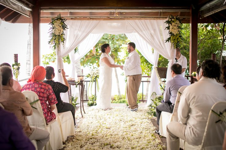This dramatic sala ceremony set up is created with a mix of white orchids, roses and lotus flowers