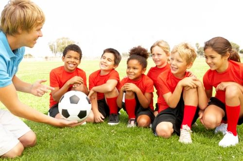 """""""Then learn to care for younger siblings or soothing. With a peer, the process can take turns. So sometimes he is a leader. Sometimes he follows the rules. Actually its activity simpler, yes point play, """" said Anna.  Read More http://morefemale.com/playing-as-important-as-learning/"""