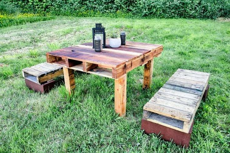 salon de jardin en palette : bancs et table