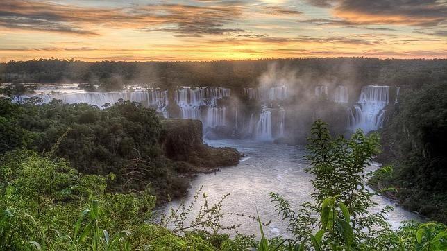 Maravilla de la Naturaleza: Cataratas de Iguazú, Argentina y Brasil