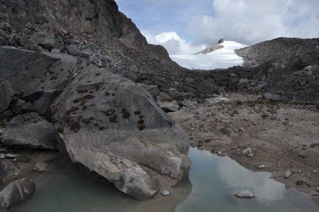 """""""We besloten de Sta. Isabel te gaan beklimmen die naast de San Ruiz ligt en in een mooie daghike tot aan de gletsjer te doen is. Was een mooie klim, en natuurlijk leuk dat we de top van 4700m (de Mont Blanc is zo'n 4800m) bereikte. De route was inderdaad mooi (en door de hoogte ook zwaar) en met geluk werden we beloond op een enigszins vrij uitzicht op de San Ruiz (die vaak compleet in de wolken ligt)."""""""