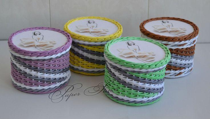 Это ситцевое плетение, стоек кратно 3 (+/-1), перед двумя за третью, цветные диагонали - наращивала новый цвет каждый раз...