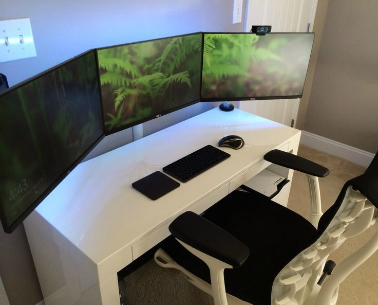Black Amp White Simple Battlestation Via Reddit User