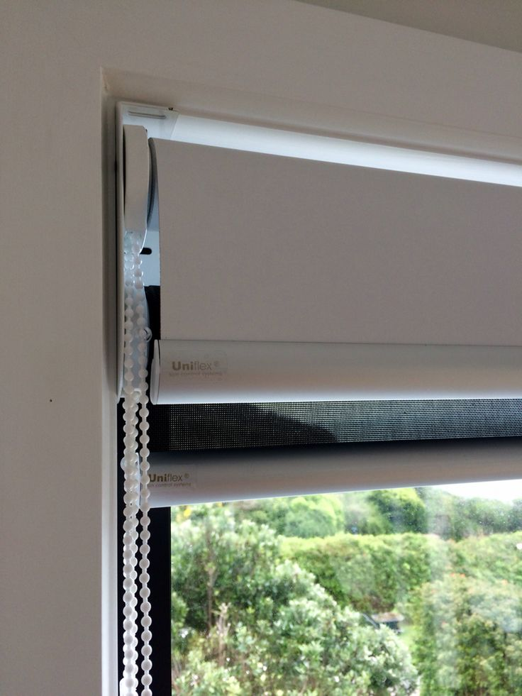 Double (combo) bracket for two blinds in one window. Used for a screen blind and a blockout blind normally. Slimline and fits within a smaller window frame well.