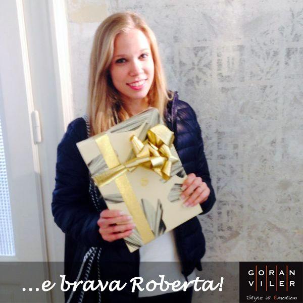 """Ed ecco Roberta con il suo mega regalo  Sua la foto che ha ottenuto più """"mi piace"""" tra quelle scattate durante l'evento Oribe del mese scorso https://www.facebook.com/photo.php?fbid=770285382990803&set=a.770285329657475.1073741832.203662236319790&type=1&relevant_count=1"""
