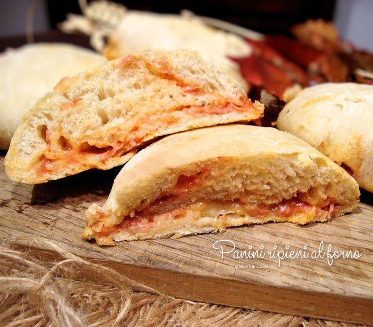Panini ripieni al forno http://blog.giallozafferano.it/graficareincucina/panini-ripieni-al-forno/