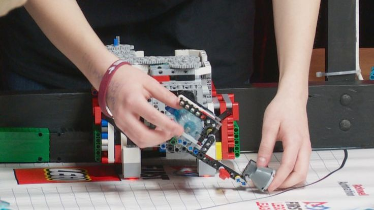 Alberta students innovate at Edmonton robotics competition