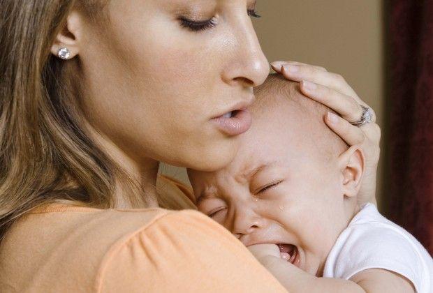 Identificar o choro do bebê é um dos desafios dos pais que acabaram de chegar com o recém-nascido em casa. Por isso, selecionamos alguns indícios que podem indicar que o motivo do chororô é a cólica. Confira