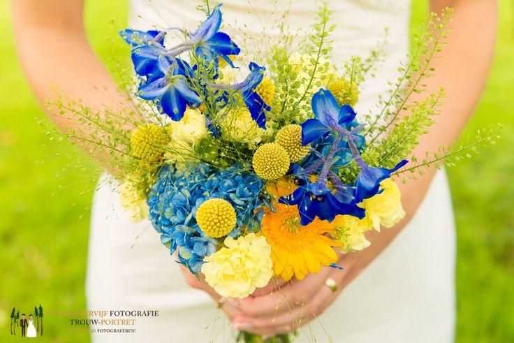 Zomers bruidsboeket van bloemmarie uit Eindhoven. Geel+blauw | graspediab| trouwboeket | bloemen Eindhoven   www.bloemmarie.nl