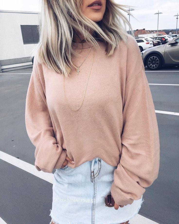 On adapte nos jupes d'été à l'automne en les agençant à un coton ouaté et en portant des collants chaire en dessous  #lookdujour #ldj #blush #denim #skirt #fallfashion #ootd #outfitinspo #outfitideas #streetstyle #style #fashion #SwitchTesFripes #regram  @schannaloves