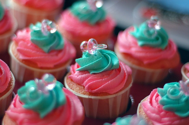 pink & teal cupcakes in dip containers
