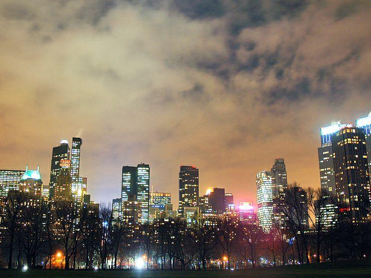 Cursuri de limba engleza & Dans, Teatru, Moda, Muzica, Film & Fotografie Cursurile de limba engleza si teatru, dans, muzica, film, moda si fotografie pentru adulti se desfasoara in New York. Scoala functioneaza din anul 1973 si este situata in apropiere de sediul ONU, in centrul cartierului Manhattan, ocupand etajele 16 si 17 ale unei cladiri de birouri. Aveti posibilitatea de a studia aici limba engleza cu profesori calificati, cu experienta in activitatea de predare catre vorbitori…