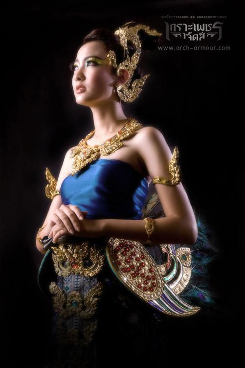 Elegant Thailand39s Clothes  11 Nov 08 Thai Women In Traditional Dress In The