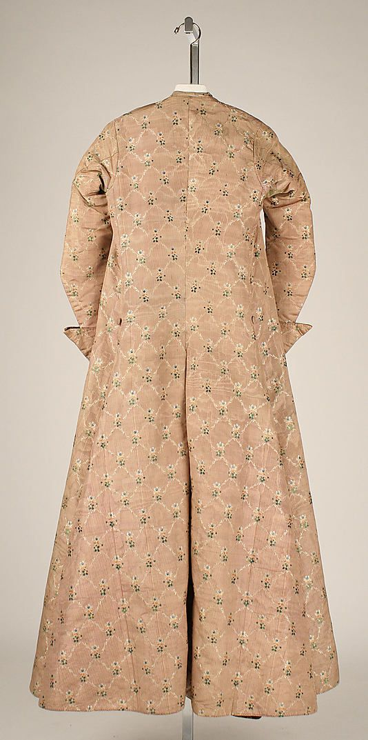 Back view, banyan and waistcoat, France, c. 1760. Pale pink and cream striped silk with a floral pattern. Lined with printed linen with a stylized brown floral design.