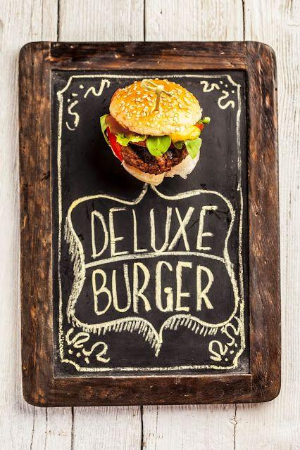 """Deluxe Burger"", la ricetta di Rosalia del blog ""Caramel à la fleur de sel - Curiosité gourmande"" http://www.caramelalafleurdesel.blogspot.it/2014/07/deluxe-burger.html"