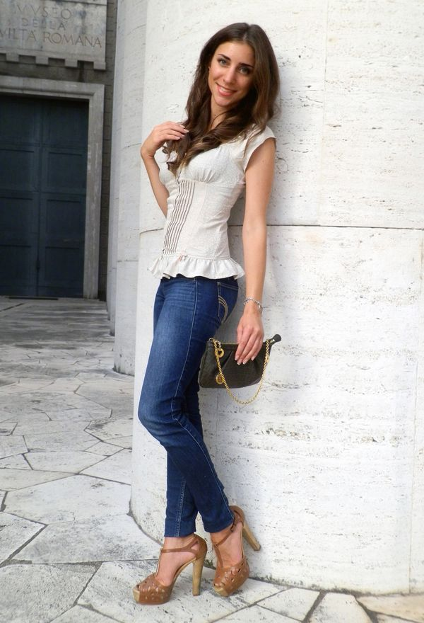 Look by @fleur_d_hiver with #casual #falda #jeans #heels #vaqueros #camel #zapatos #white #guess #bags #shirts #hollister #new #fendi #cafe #look #jewelry #whiteshirts #brownheels #darkbrownheels.