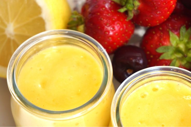 Smoothie med mango, citron och ingefära, en uppfriskande smoothie som är helt fantastisk god och enkel att göra. Passar perfekt som frukosttillbehör.