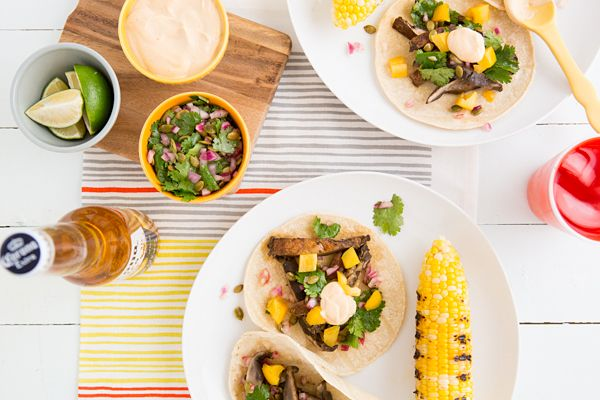 Beer-marinated grilled mushroom tacos w/ pepita relish + chipotle crema | vegetarian tacos | ohmyveggies.com