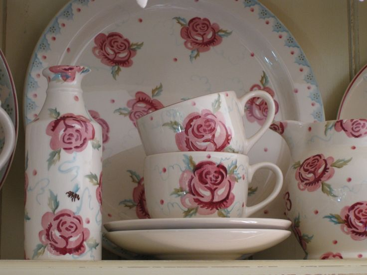 Emma Bridgewater Rose & Bee ginger beer bottle vase; MM Rose teacups & saucers; Scattered Rose 1.5 pint jug & Rose & Bee cake plate